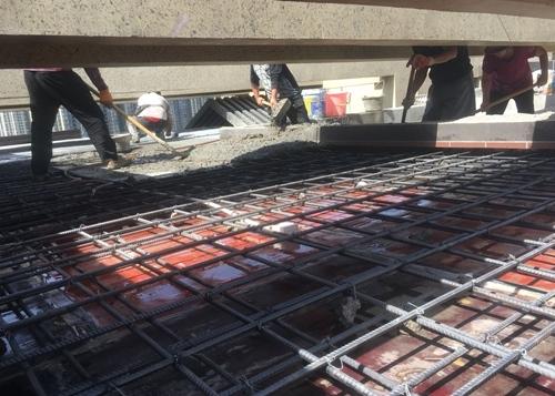 现场人工搅拌混凝土浇筑