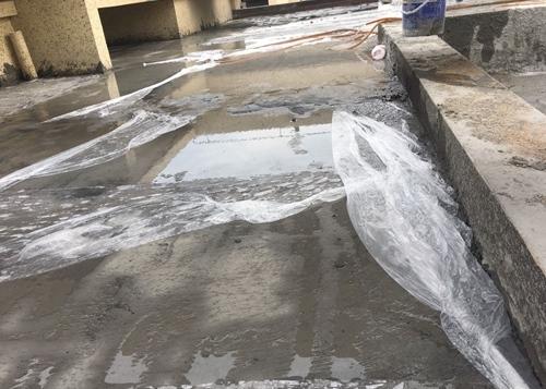 洒水养护混凝土